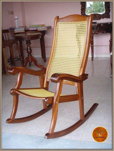 Mecedora en madera de xochicuahuitl con tinte for Mecedora de madera