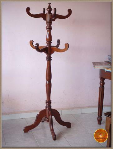 Perchero en madera de cedro con tinte carpinter a y - Percheros en madera ...